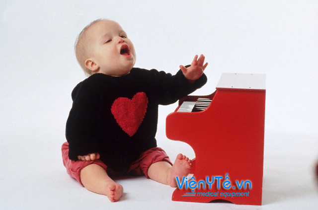 1996 --- Baby playing piano --- Image by © David Pollack/CORBIS